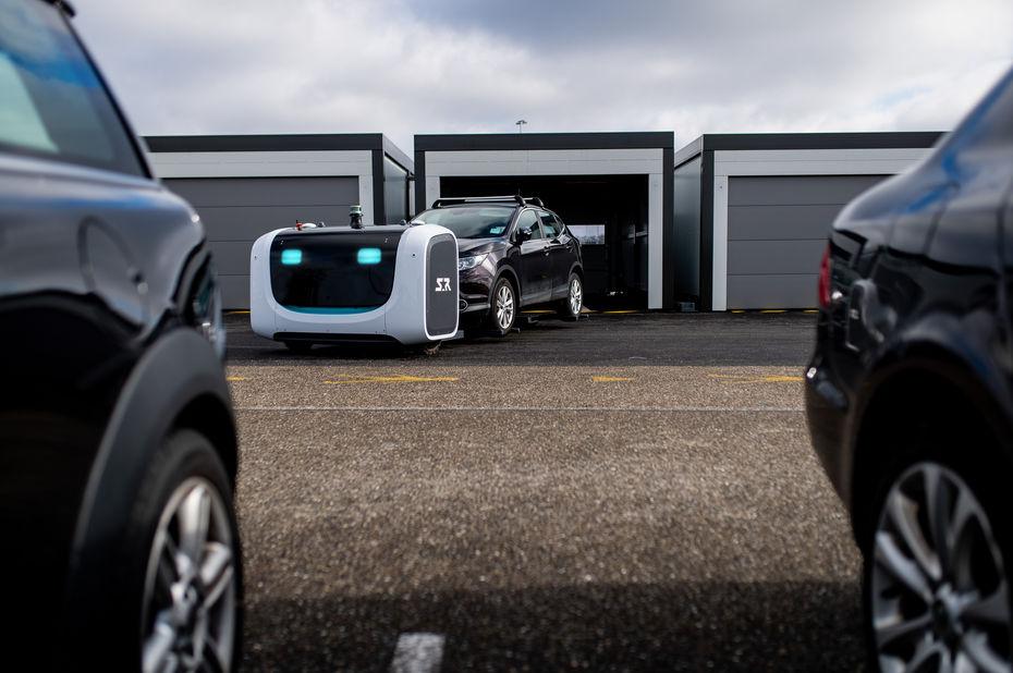 Stanley Robotics déploie son robot voiturier Stan sur 2 000 places de parking à l'aéroport de Lyon